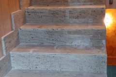 Escaleras y piedra